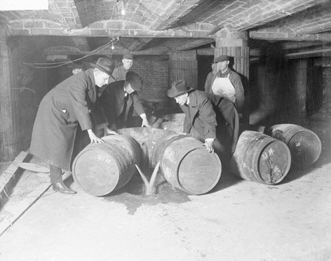 Prohibition_agents_destroying_barrels_of_alcohol_(United_States,_prohibition_era)